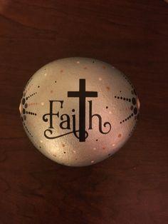 Com Source by The post Best 12 Rock art – Faith – SkillOfKing Pebble Painting, Pebble Art, Stone Painting, Rock Painting Ideas Easy, Rock Painting Designs, Stone Crafts, Rock Crafts, Prayer Rocks, Inspirational Rocks