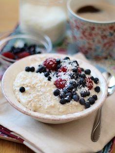Słodkie inspiracje: Budyniowa owsianka Sweet Breakfast, Breakfast For Dinner, Healthy Sweets, Healthy Snacks, Good Food, Yummy Food, Food Photo, Sweet Recipes, Food And Drink
