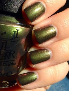 OPI Green On The Runway 15ml | #EssentialBeautySwatches | BeautyBay.com