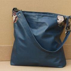 7ec751e2840 Een oud leren bankstel is nu een nieuwe tas geworden. Mooi hergebruik!  Upcycled.