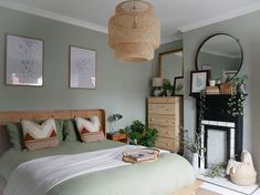 How do you arrange furniture in a small bedroom? Read our guide here on how to make sure the furniture you want is able to look stylish and organised in your sm Arranging Bedroom Furniture, Small Bedroom Furniture, Small Room Bedroom, Room Ideas Bedroom, Home Decor Bedroom, Home Living Room, Arrange Furniture, Small Rooms, Cozy Small Bedrooms