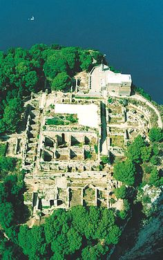 Villa Jovis (Emperor Tiberius' Palace), Capri, Bay of Naples, Italy Ancient Roman Houses, Ancient Rome, Ancient Greece, Time Travel, Places To Travel, Places To Visit, Capri Italia, Capri Island, Amalfi Coast Italy