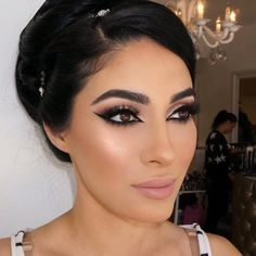 """""""Bridal glam ✨ few seats open for my upcoming beauty course starting March 21st! Link in bio for all the information! @vanitymakeup.studio"""""""