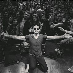 Chester and his fans ❤❤
