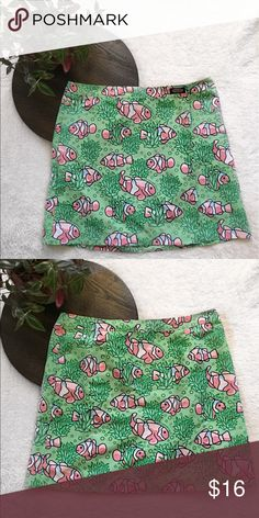 Vineyard Vines wrap skirt Vineyard Vines wrap skirt - cute tropical fish pattern - 100% Polyester Vineyard Vines Skirts Mini
