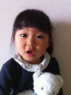 2012年4月22日 幼稚園で体験したことを大好きなファミリアの人形「リアちゃん」にママごとするので、何があったか分かります(笑) あー先生とあんなことこんなこと話してるんだって。幸呼が泣いて先生が抱っこしてくれることなんて、一言一言会話の内容まで再現してたりして・・
