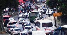 """Los manifestantes gritan """"tenemos hambre"""", publica El Nacional Un grupo de personas protesta la mañana de este sábado en la Avenida Sucre, a pocos metros d"""