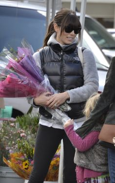Jessica Biel hairstyle and outfit at Farmers Market