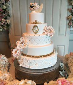 Wedding Cake  Consulta esta foto de Instagram de @delicatessepostres • 185 Me gusta Wedding Cakes, Food And Drink, Instagram Posts, Desserts, Deserts, Wedding Gown Cakes, Tailgate Desserts, Cake Wedding, Postres