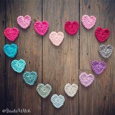 Ibland behöver man litet extra kärlek! Hjärtan som du virkar på 5 minuter. Mönster: BautaWitch.se/DIY ❤️ . #virka #virkad #virkning #bautawitch #bautawitchmönster #virkathjärta #hjärta #garn #diy #crochet #croche #virkstagram #virkaholic #virkglädje #haken #häkeln #hakenship #haekle #allahjärtansdag #valentinesday