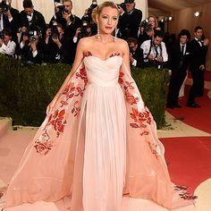 Blake Lively en robe rose de grossesse pour Met Gala | PromoČlánek.cz