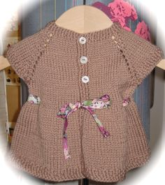 pour une petite Eva, bien pressée de rencontrer ses parents :-) For a girl hurry to meet her parents Knitting Patterns, Handmade Items, Rompers, Sweaters, Baby, Dresses, Fashion, Girls, Vestidos