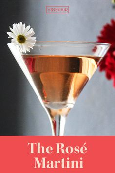 The #Rosé #Martini is a cocktail that can be enjoyed all year round, though seems to taste that much better in the warmer months. This cocktail is very #simple, yet incredibly delicious. Check out the #recipe here! Rose Martini Recipe, Martini Recipes, Cocktail Recipes, Blush Wine, Wine Cocktails, Recipe Ratings, Edible Flowers, My Glass, Simple