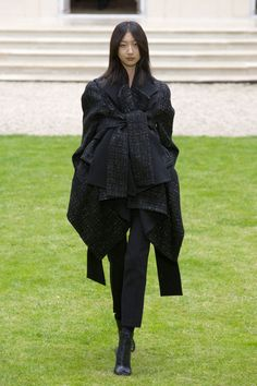 Outfit (Rad Hourani) || Scale: 4