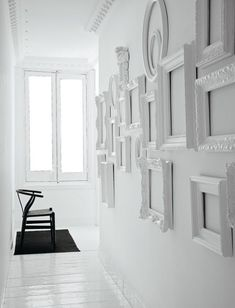 Frame Wall Collage, Frames On Wall, Painted Frames, Diy Living Room Decor, Wall Decor, Diy Wall, Empty Frames Decor, White Picture Frames, White Frames