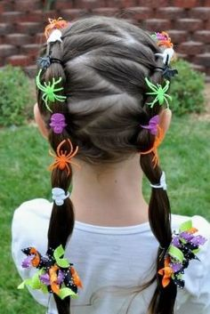 The Best Cute Halloween Hairstyles cute halloween hairstyles. Love these decorated zigzag Halloween ponytails! Use other decorations for a unique crazy hair day idea for school Halloween Mono, Scary Halloween, Happy Halloween, Cheap Halloween, Halloween Clothes, Spooky Scary, Halloween Spider, Halloween Ideas, Medusa Halloween