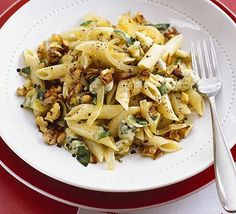 Blue cheese pasta with walnuts and sage