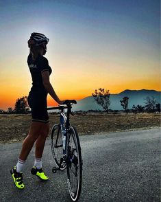 cycling wear - minimal - fashion - made in Italy - main sponsor of women procycling team BePink Cycling Wear, Cycling Girls, Cycling Outfit, Bicycle Women, Bicycle Girl, Road Bike Women, Triathlon, Pocket Bike, Female Cyclist