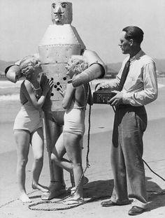 Bikini girls with Mac the Mechanical Man (and his inventor) - Venice, 1934
