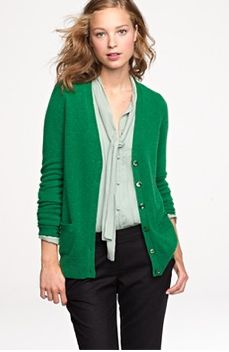 9680736761a50 LOVE this kelly green cardigan. Perfect outfit for work Boyfriend Cardigan