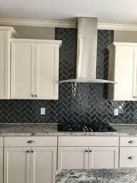 kitchen tile behind hood - Google Search Kitchen Cabinets To Ceiling, Kitchen Wall Tiles, Kitchen Flooring, Cabin Kitchens, Condo Kitchen, Kitchen Remodel, Stove Backsplash, Quartz Backsplash, Semarang