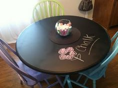 chalkboard paint kitchen table (LUV THIS) Chalkboard Paint Kitchen, Chalkboard Table, Kitchen Paint, Homework Area, Homework Station, Homework Table, Bonus Room Decorating, Decorating Tips, Painted Kitchen Tables