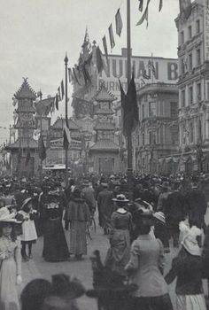 Federation Celebrations, Crowd Scene, by G. Myers, Swanston St, looking north across Lt Bourke St intersection Melbourne Girl, Melbourne Suburbs, Melbourne Victoria, Victoria Australia, Melbourne Australia, Brisbane, Old Pictures, Old Photos, Australian Vintage