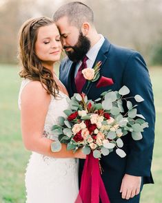 We could barely contain our excitement when we saw this shot by featuring our fresh 😍 Venue: Rose Bridal Bouquet, Fall Wedding Bouquets, Diy Bouquet, Cheap Flowers, Fresh Flowers, Bulk Wedding Flowers, Bulk Flowers Online, Eucalyptus Bouquet, Floral Supplies