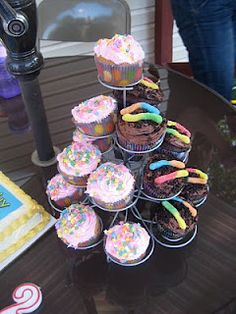 Max and Ruby cupcakes -- love the idea of having both Max and Ruby style cupcakes.