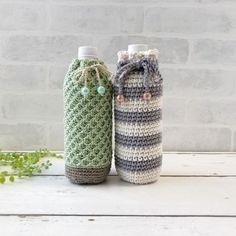 코바늘 보틀커버 도안 : 네이버 블로그 Free Crochet Bag, Crochet Home, Christmas Craft Show, Cute Coasters, Water Bottle Covers, Crochet Buttons, Tapestry Crochet, Bottle Holders, Crochet Accessories