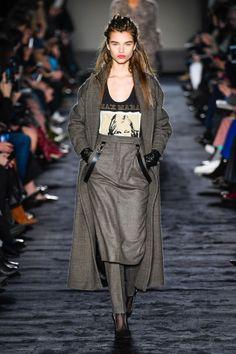 Max Mara  #VogueRussia #readytowear #rtw #fallwinter2018 #MaxMara #VogueCollections