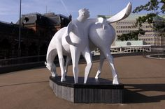 Peerd van ome Loeks. Het Peerd van Ome Loeks (vertaald: Het paard van oom Lucas) kan worden gezien als een van de symbolen van de Nederlandse stad Groningen.