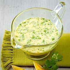 Salat-Dressing mit Buttermilch, Koriander und Orange The recipe for salad dressing with buttermilk, coriander and orange and other free recipes LECKER. Feta, Pesto Dressing, Salad Recipes, Healthy Recipes, Free Recipes, Buttermilk Recipes, Salad Sauce, Orange Recipes, Soul Food