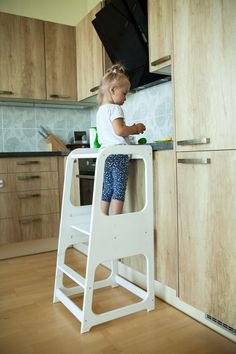 Ideas diy kids chair toddlers learning tower for 2019 Kitchen Step Stool, Kitchen Stools, Learning Tower, Toddler Furniture, Kitchen Helper, Wooden Stools, Diy For Kids, Kids Room, Creations