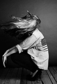 Americana - denim and a flag. Look Rock, Black White Fashion, Fashion Images, Fashion News, Black And White Photography, Editorial Fashion, Fashion Shoot, Fashion Photography, Digital Photography