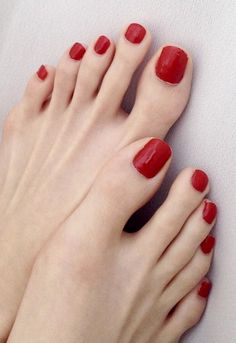 The toes turn me on Pretty Toe Nails, Pretty Toes, Feet Soles, Women's Feet, Glitter French Nails, Red Toenails, Nice Toes, Feet Nails, Beautiful Toes