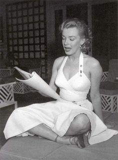 Marilyn at the home of Johnny Hyde. Photo by Earl Leaf, 1950.