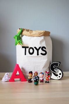 Jouets papier sac rangement de jouets livres ou par Tellkiddo, kr110.00