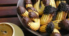 Pty Four Le favori . Greek Sweets, Greek Desserts, Greek Recipes, Candy Recipes, Cookie Recipes, Dessert Recipes, Cookie Dough Pie, Biscuit Cookies, Greek Cookies