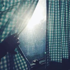 Is that you missy.. ☀️ • Godmorgen fra Lønstrup hvor det stadig blæser en halv pelikan, men dufter af kaffe ☕️🙏 #happymidweek#riseandshine#campinglife#sommeridanmark#familienevanspaatur
