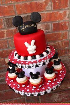 Gâteau d'anniversaire thématique – 55 idées 1er an de bébé Minnie Maus, Bolo Mickey E Minnie, Baby Mickey, Mickey Cakes, Mickey Birthday Cakes, Mickey Mouse Clubhouse, Cupcake Birthday, Mickey Mouse Birthday Cake, Birthday Tags