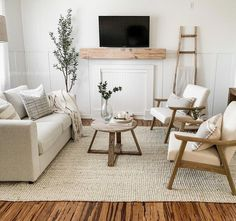Cottage Living Rooms, Rugs In Living Room, Home And Living, Living Room Designs, Living Room Decor Simple, Living Room Neutral, Living Room Accent Chairs, Minimal Living Rooms, Living Room Lounge Chair