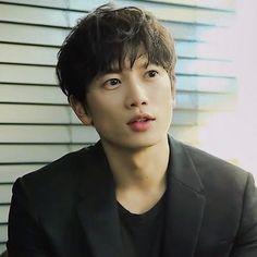 Jongsu Kim (portrayed by Ji Sung) is Takeshi's father. He is a non-powered human.