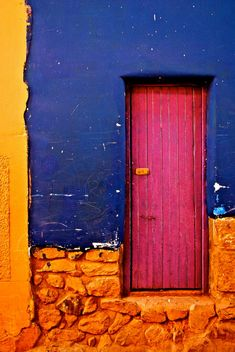 Colorful door in Pisac, Peru. #travel   http://www.aranwahotels.com