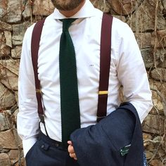 """Maroon braces and the must have"""" green knitted tie all brought together with a stunning shirt and awesome collar (ditch the monogram). Mens Wardrobe Essentials, Men's Wardrobe, Moda Peru, Mens Braces, Braces Suspenders, Ivy League Style, Green Shirt Dress, Cutaway Collar, Mens Suits"""