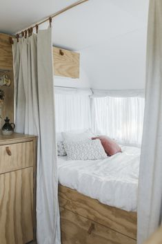 This chic summer caravan mixes old-school styling with modern finesse Trading their rain-soaked tent for an old-school caravan has been the ticket to holiday happiness and magical memories for this Mt Maunganui clan Diy Caravan, Caravan Hacks, Caravan Living, Caravan Hire, Caravan Curtains, Caravan Ideas, Caravan Storage Ideas, Airstream Vintage, Caravan Vintage