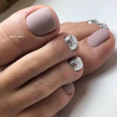 Matte Grey Nail Art #mattenails #glitternails ★ Explore trendy and classy, cute and elegant toe nails designs for summer and beach vacation. You will love our easy ideas. #glaminati #lifestyle #toenaildesigns