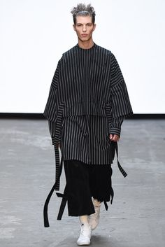 See all the Collection photos from Man Autumn/Winter 2015 Menswear now on British Vogue Fashion Moda, Look Fashion, Fashion Details, Runway Fashion, High Fashion, Fashion Show, Womens Fashion, Fashion Design, Fashion Trends
