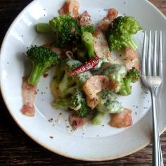 ブロッコリーとベーコンのチーズ焼き   レシピブログ Broccoli, Food And Drink, Appetizers, Soup, Tasty, Cheese, Meals, Chicken, Vegetables