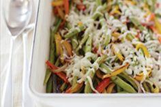 Aprovecha cuando los ejotes estén en temporada para prepara esta receta hecha con coloridos pimientos, vinagreta balsámica y queso. ¡Qué delicia!